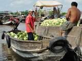 Mercato galleggiante in Vietnam