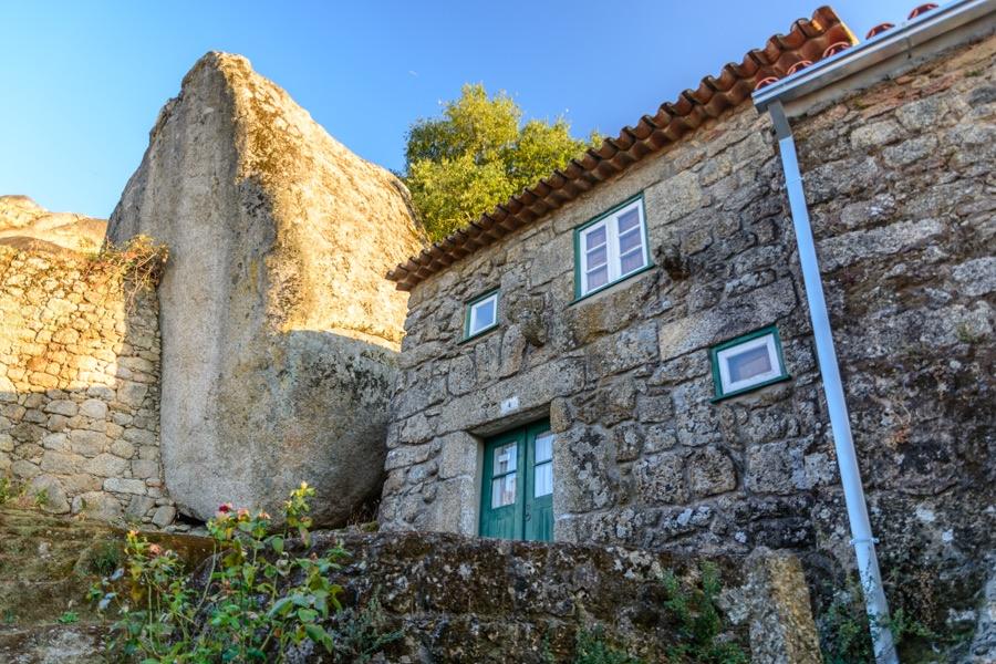 Foto e informazioni su monsanto magnifico borgo del for Case in pietra e tronchi